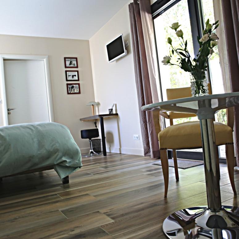 2-maison-cube-chambre-dhote-saint-didier-au-mont-dor-chambre-cote-cour-2